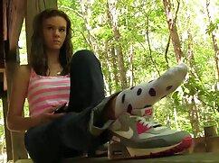 火の近くの足レズビアン礼拝の女の子の足 女性 向け の エッチ な 無料 動画