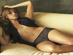 女の子はソファの上で彼女のボーイフレンドとの日を作る 女性 の ため の えっち