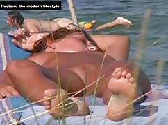 彼女はフランスのペディキュアで売春婦の足を処理しています。 女性 向け の エッチ な 無料 動画