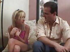 彼の妻は包帯で男の口を閉じ、その後ストラップで性交する。 h な 動画 女性 向け