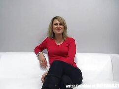 モデルは、レンズの前に魅力的な姿勢スリーブです。 男性 向け エッチ 動画