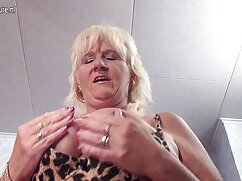 ホット膨らみ赤い髪のロッカールーム 女子 の エッチ 動画