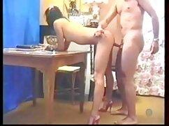 ママは彼女のコックで裸の娘を持つことが許されています 女性 専用 エッチ な 動画