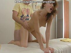 ブロンドは彼女の足に油を注ぎ、彼女を目が覚めた。 動画 女 えっち