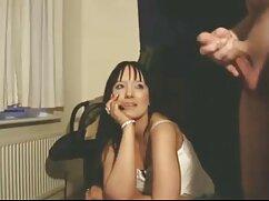 男性はコルセットを身に着けている茶色の髪の女の子に兼を注ぎました 女性 専用 エッチ な 動画